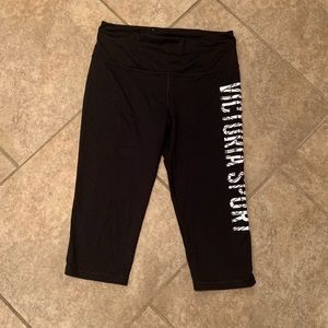VS Knockout sport Capri leggings
